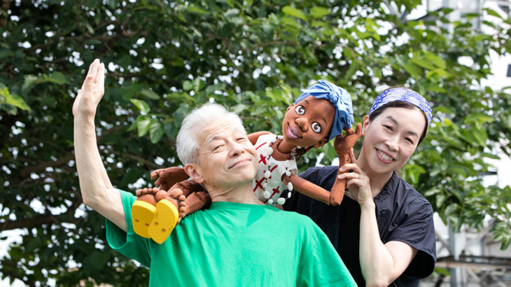 人形劇団ひとみ座が贈る、アフリカの赤ずきんちゃん『かわいいサルマ』 アフリカの色彩に富んだ世界で太陽に向かっていく元気な子どもの姿を届けたい!